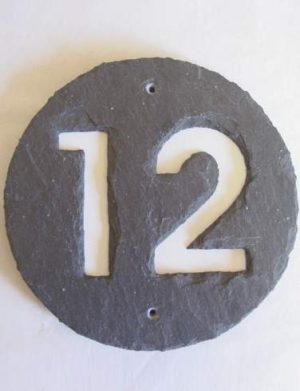 Runde Schieferhausnummer. Hausnummernschild